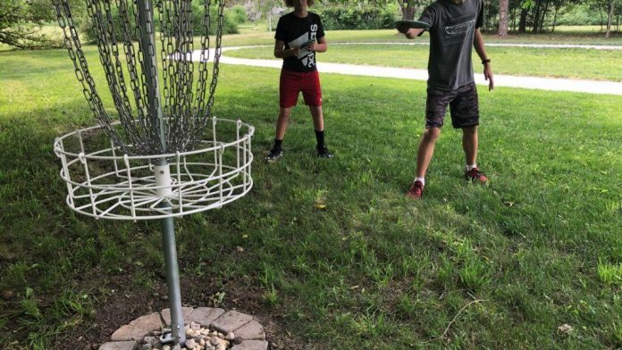 Two Bennet middle school students build a disc golf course |  Local