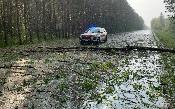Strong winds and monster-sized hail are causing great damage in parts of the Beltrami district
