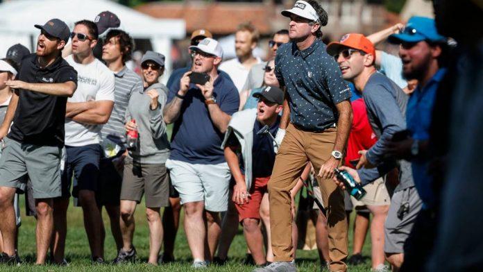 Michael Jordan hands shoes over to PGA Tour player Bubba Watson