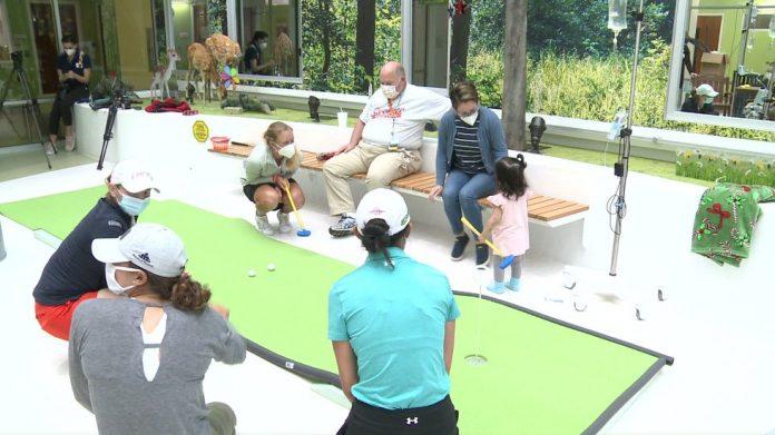 Golfers visit Beacon Children's Hospital