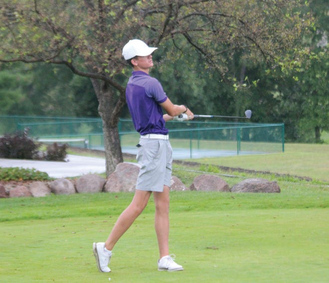 Burlington's Nate Spear to see his tee shot at the Macomb Country Club on Saturday, August 21, 2021.
